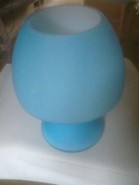 Lampe de chevet en verre bleu 10 Draguignan (83)