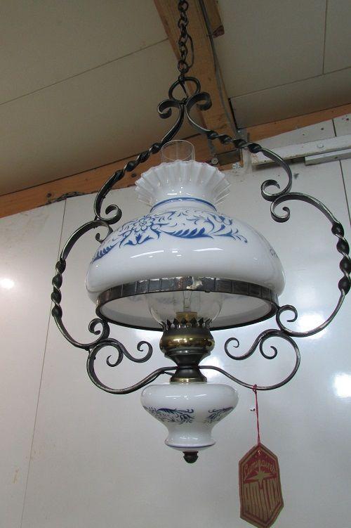 Lampe de couloir en opaline et fer forgé 85 Montrouge (92)