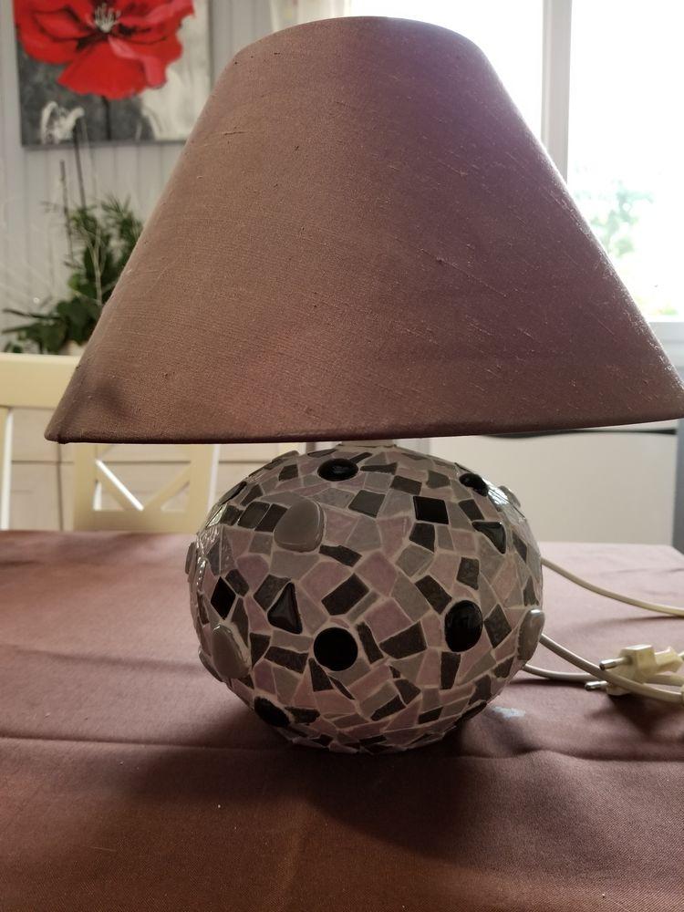 Lampe en mosaïque  50 Ozouer-le-Voulgis (77)