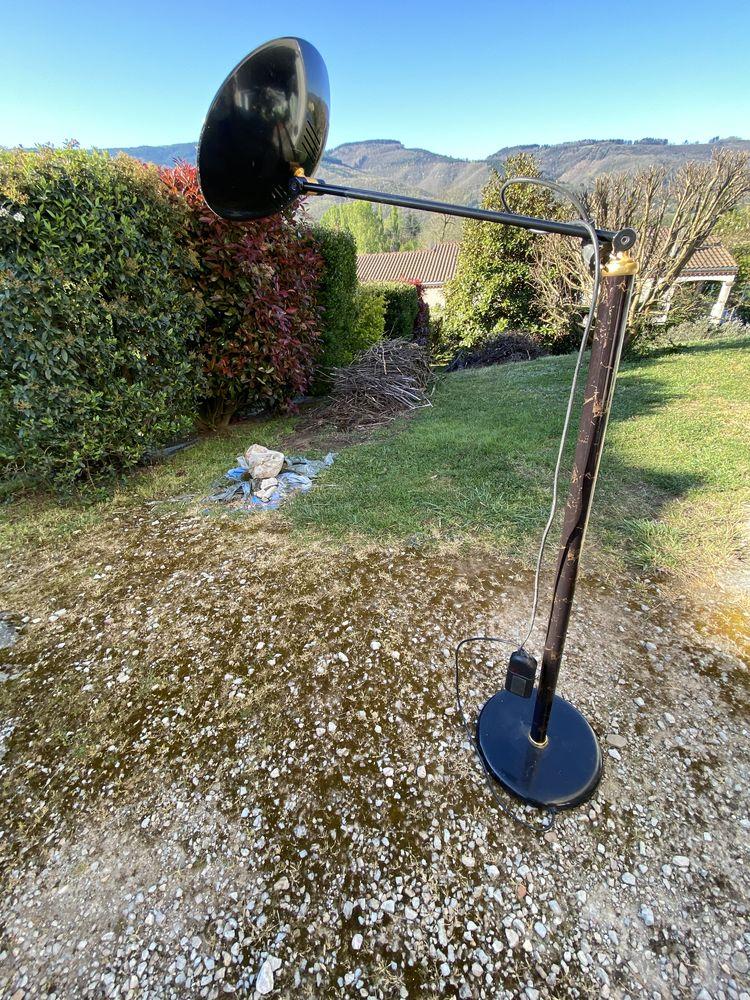 Lampe à pied  design. 15 Bout-du-Pont-de-Larn (81)