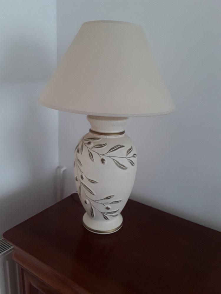 Lampe à poser coloris beige 30 Faches-Thumesnil (59)