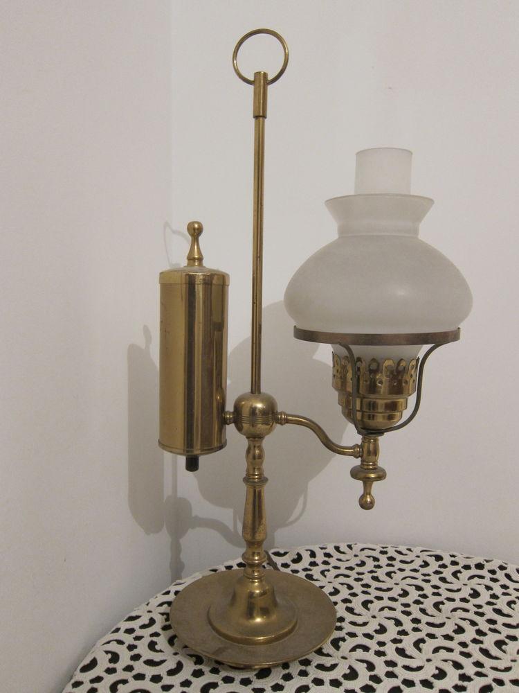 Lampe dit quinquet en laiton à réservoir latéral 100 Nice (06)