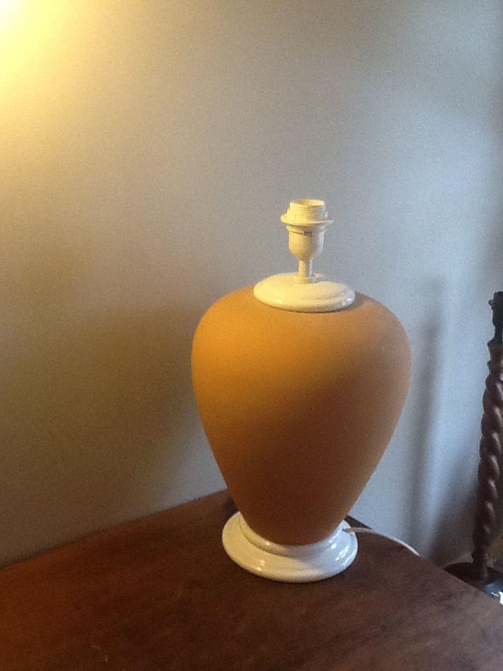 Lampe rose pâle Hauteur totale : 81 cm 10 Aix-les-Bains (73)