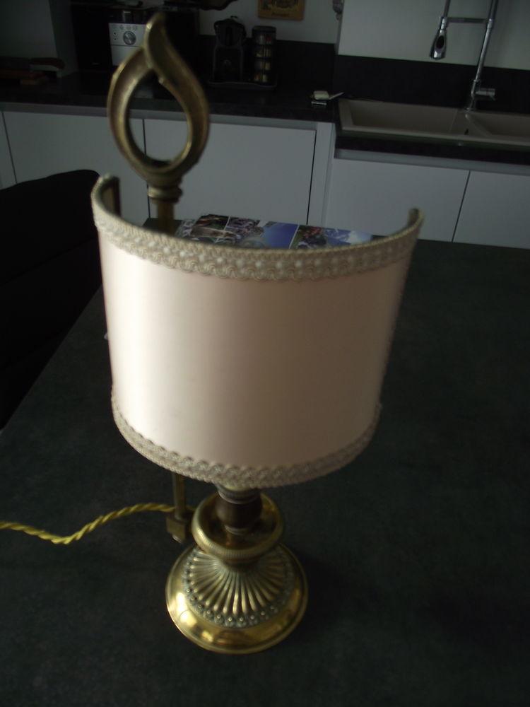 LAMPE DE SALON PIED LOUIS XVI EN METAL DORE. 35 Neuilly-Plaisance (93)