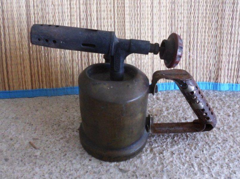Lampe à souder ancienne en cuivre avec réservoir objetancien 35 Castries (34)