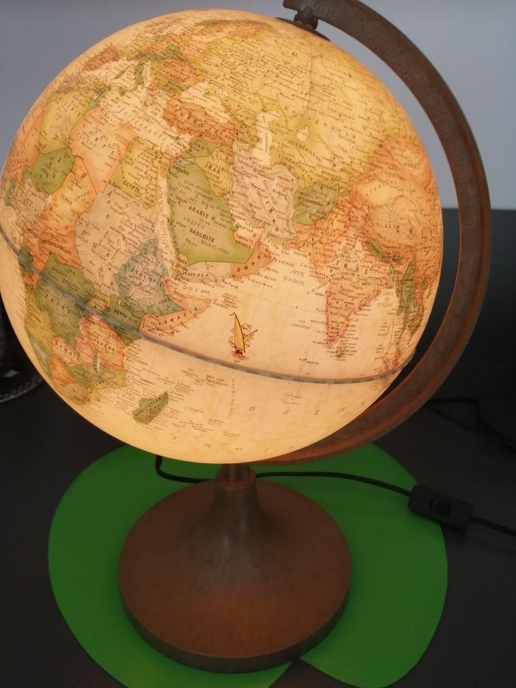 Lampe de table mapemonde 15 Meschers-sur-Gironde (17)