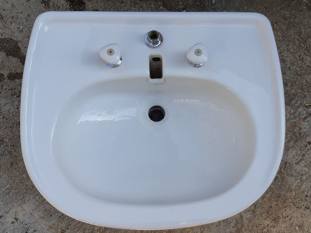 Lavabo avec colonne en porcelaine blancet 2 robinets ancien, 0 La Seyne-sur-Mer (83)