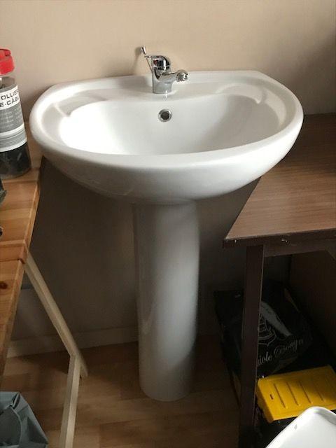 lavabo avec robinet et colonne neuf 40 Auxerre (89)