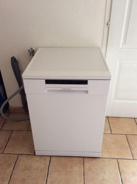 achetez lave vaisselle occasion annonce vente angers. Black Bedroom Furniture Sets. Home Design Ideas