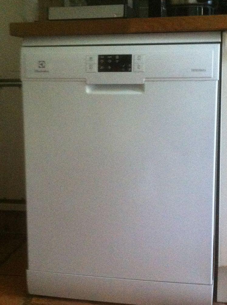 laves vaisselle occasion dans la dr me 26 annonces achat et vente de laves vaisselle. Black Bedroom Furniture Sets. Home Design Ideas