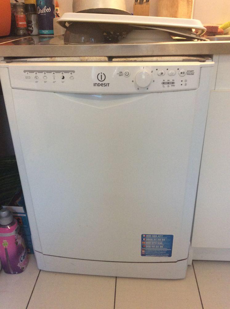 Achetez lave vaisselle quasi neuf annonce vente talence for Lave vaisselle faible largeur