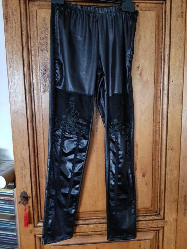 Leggings noir dentelles au niveau des genoux neuf mesure tai 7 Viriat (01)