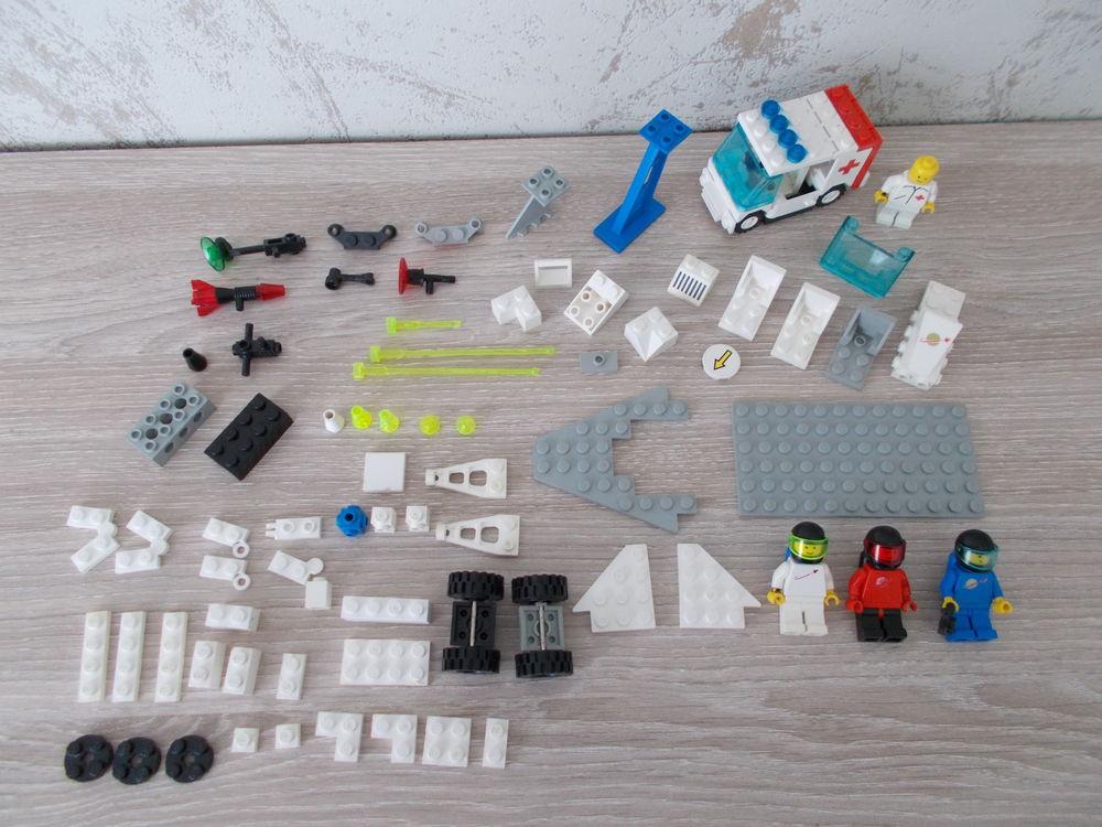 Lego de l'espace et ambulance 20 Vandœuvre-lès-Nancy (54)