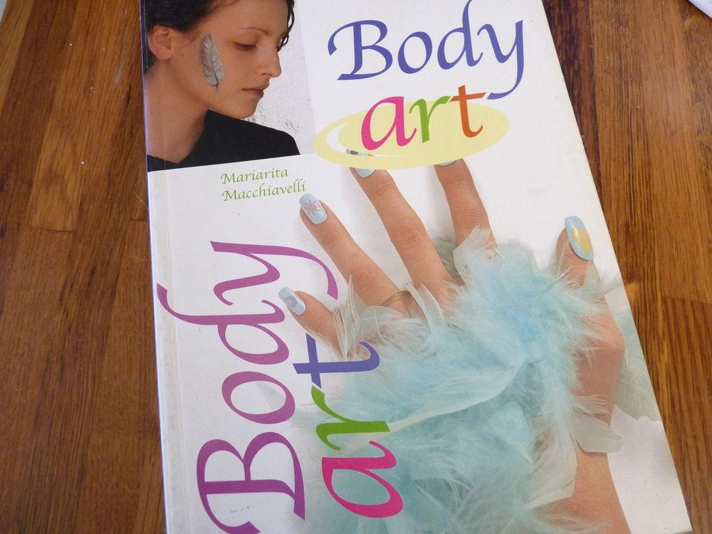 livre beauté Body art tatouage tbe fille 2 Brienne-le-Château (10)