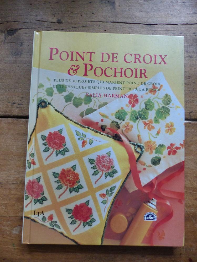 livre de couture :   POINT DE CROIX et POCHOIR   6 Roclincourt (62)