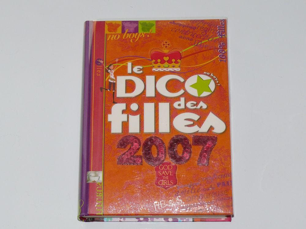 Livre:  Le Dico des Filles 2007  3 Saintes (17)