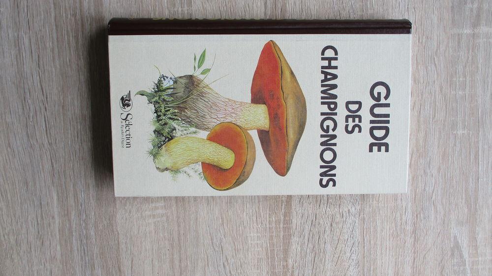 Livre   Guide de Champignons . 15 Le Vernois (39)