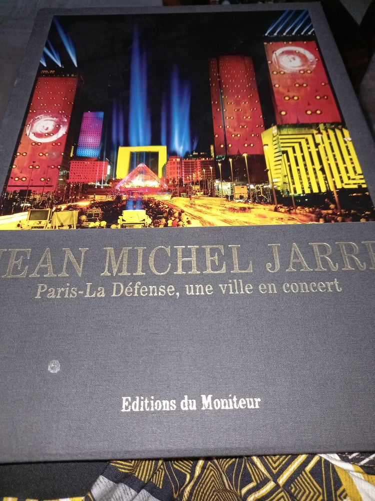 Livre JEAN MICHEL JARRE 45 Saint-Martin-de-Fontenay (14)