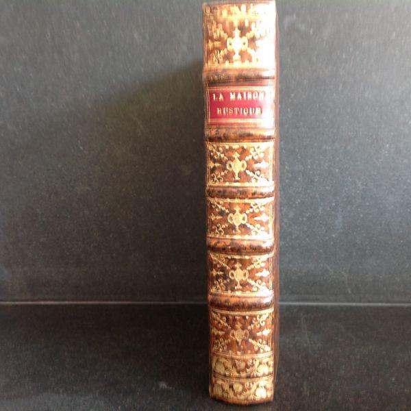 """Livre """"La Maison Rustique"""" datant de 1720"""
