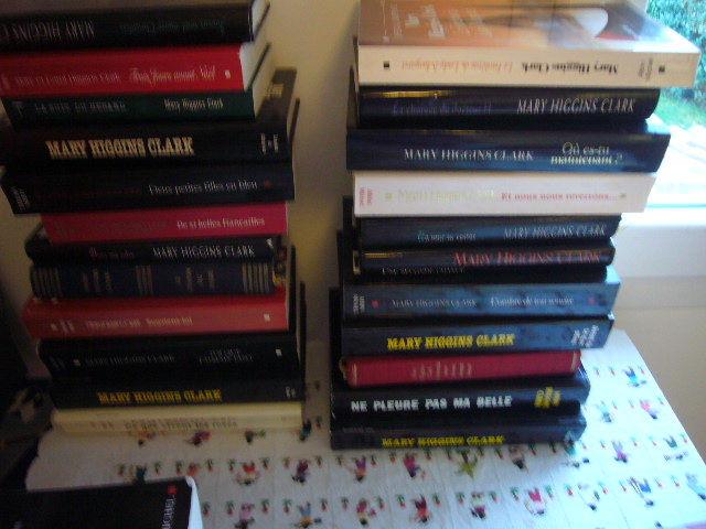 40 Livres  de Mary Higgins Clark . 0 Ascain (64)