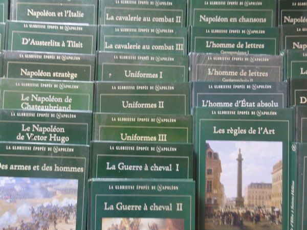 livres de NAPOLEON collection ATLAS  145 Nanterre (92)