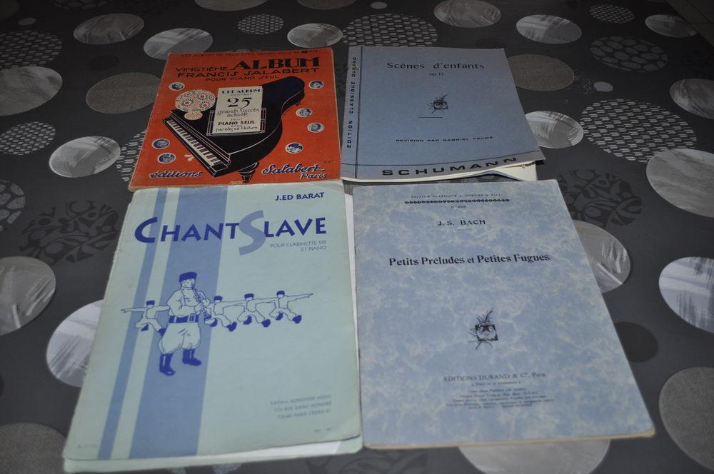 Livres partitions pour piano entre autre 60 Perreuil (71)