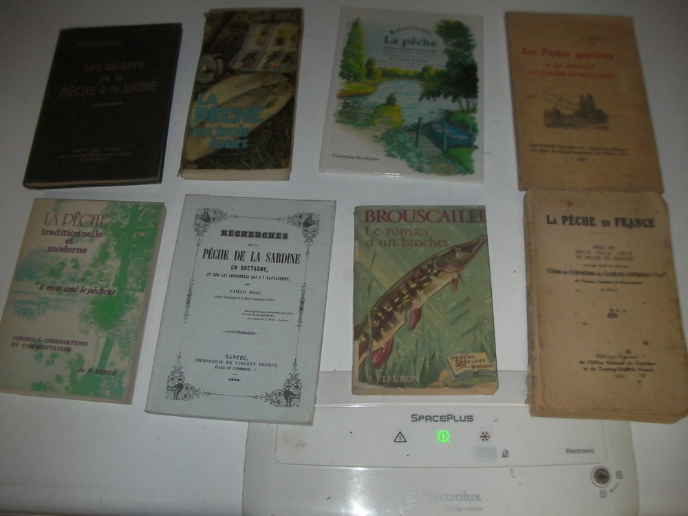 8 livres de pêche N° 189 à 196 1 Roques (31)
