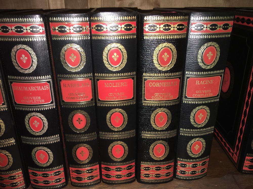 12 livres reliure rouge et or, dorés sur tranche. Livres et BD