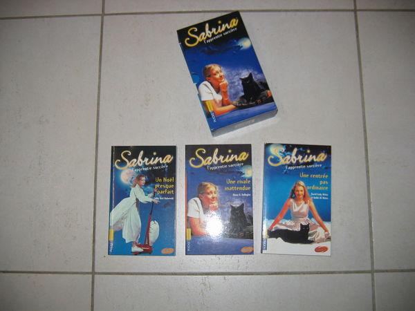 Lot de 14 livres  Sabrina, apprentie sorcière  15 Le Vernois (39)