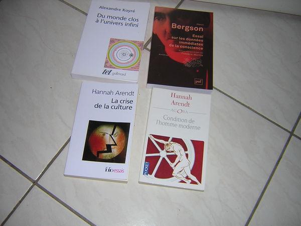 LOT DE 4 LIVRES Livres et BD