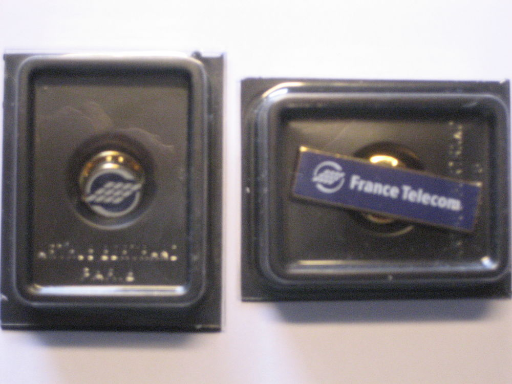 2 pin's logo FRANCE TELECOM
