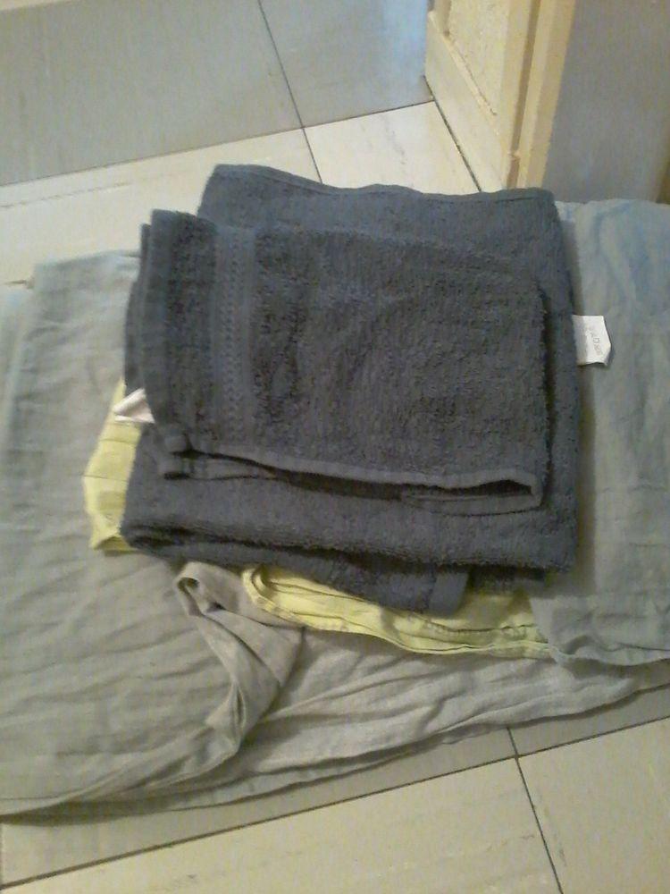 Lots housse de couette 2p ,avec 3 serviettes éponges propres 15 Tourcoing (59)