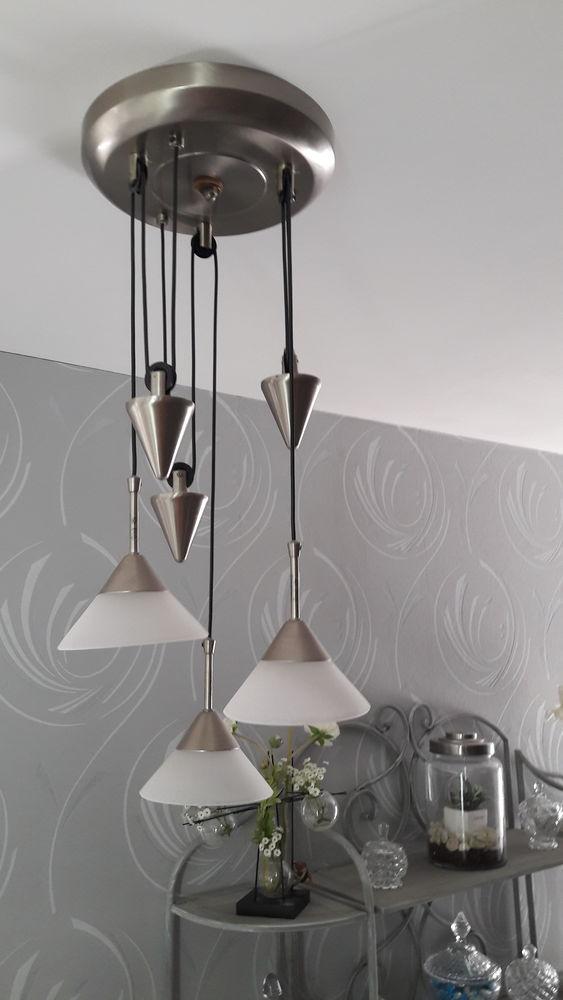 Luminaire moderne à contrepoids réglable  35 Vaux-sur-Mer (17)