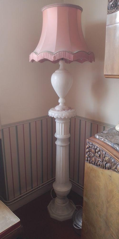 Luminaire en vrai marbre naturel sculpté main sur colonne 180 Saint-Chamond (42)