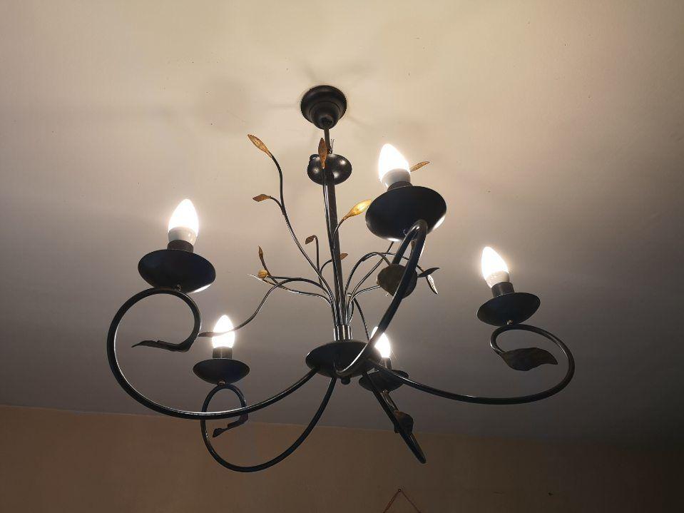 Luminaires en métal noir gris, très bon état.  25 Chevry-Cossigny (77)