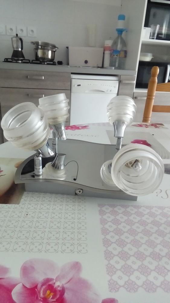 Lustre moderne quatre lumières avec ampoules. 60 Quimper (29)