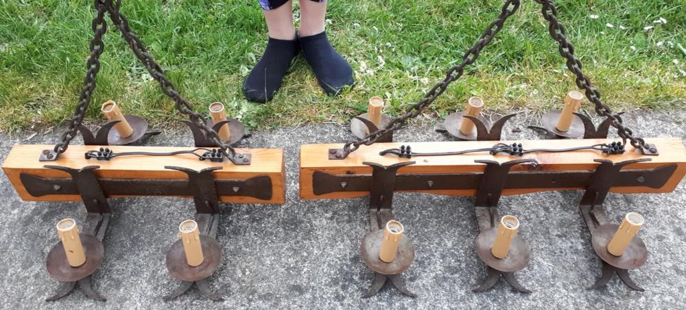 2 lustres en fer forgé et bois de sapin. 50 Subligny (18)