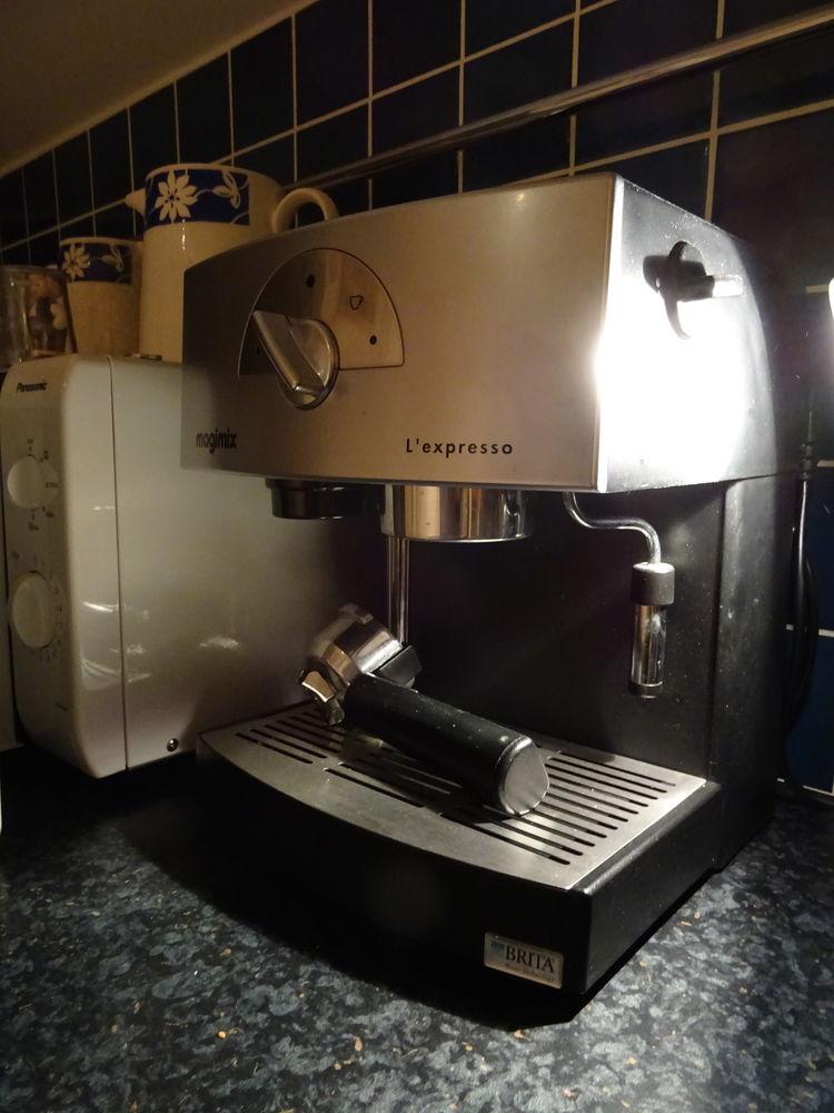 Machine à café MAGIMIX  (a servi env. 10 fois) 60 Cissac-Médoc (33)