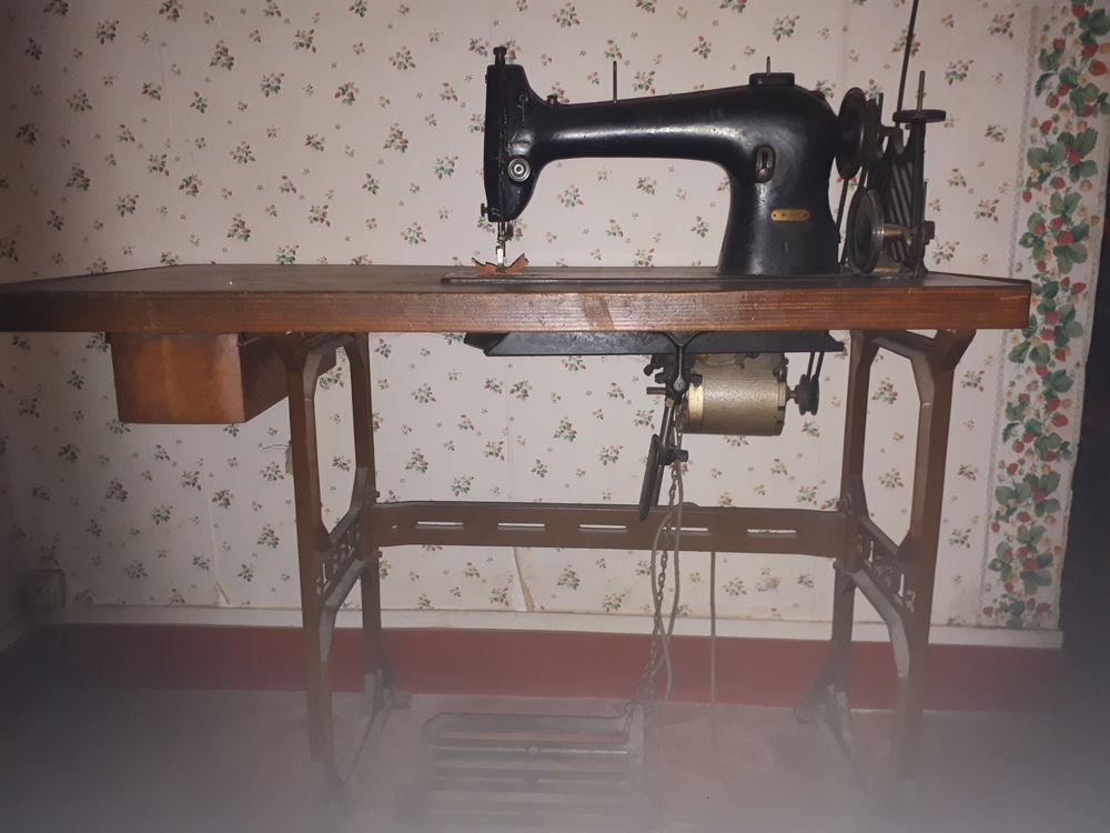 Machine à coudre ancienne 100 Bourron-Marlotte (77)