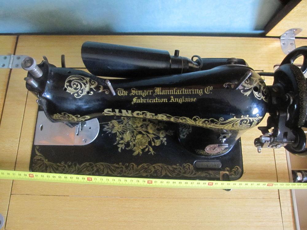 Machine à coudre Anglaise SINGER ancienne et motorisée dans  210 Comines (59)