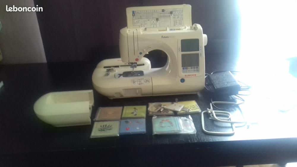 Machine à coudre et à  broder  FUTURA  9000 SINGER  490 Nanterre (92)