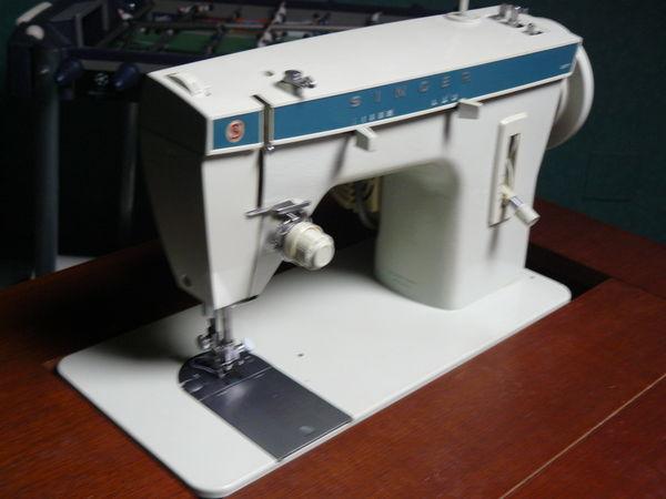 machine a coudre dans meuble  60 Gradignan (33)