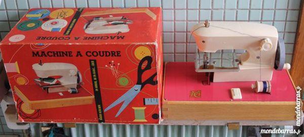 Machine à coudre MC jouet 1950 made in France 25 Paris 14 (75)