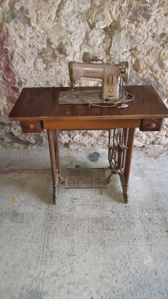 Machine à coudre de marque SINGER 50 Louhossoa (64)