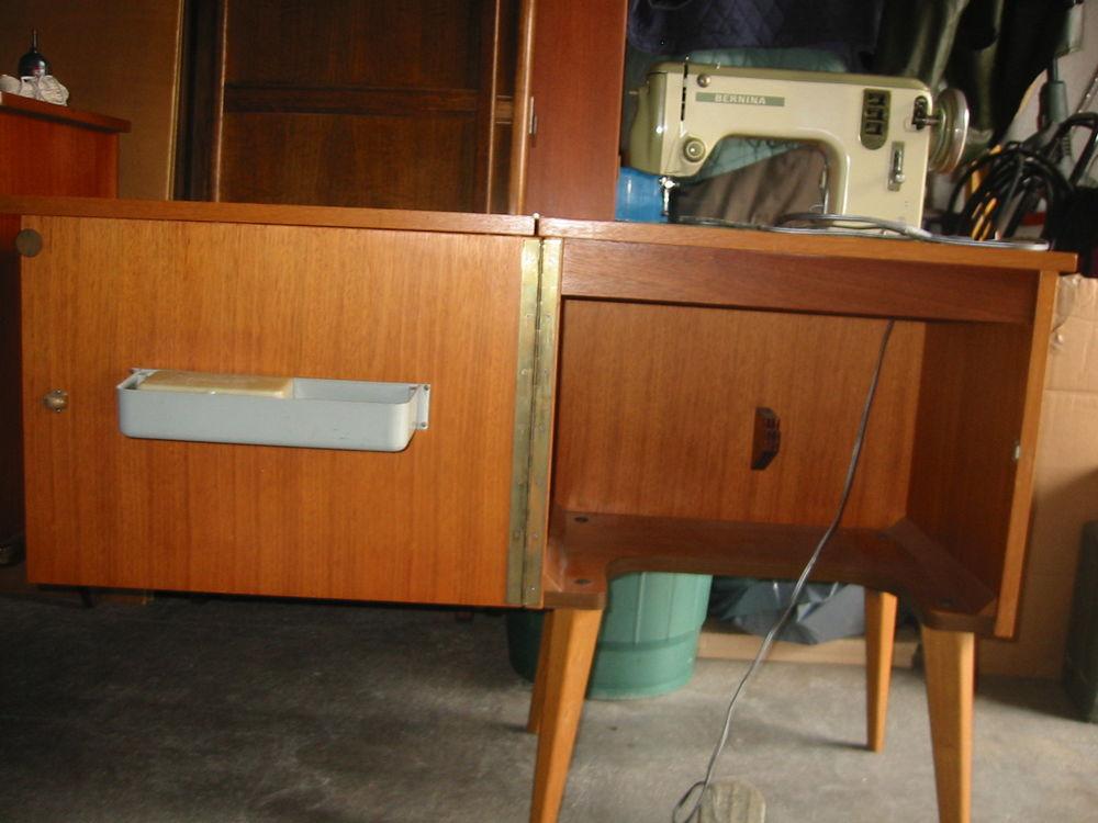 achetez machine a coudre av occasion annonce vente chauchailles 48 wb155652155. Black Bedroom Furniture Sets. Home Design Ideas