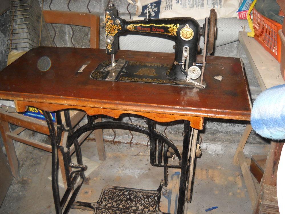 machine à coudre mine d'or ancienne 0 Vitry-en-Artois (62)