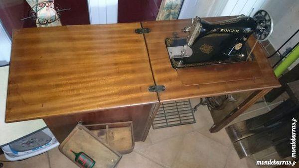 MACHINE A COUDRE SINGER -  Intégrée dans 1 meuble 40 La Crau (83)