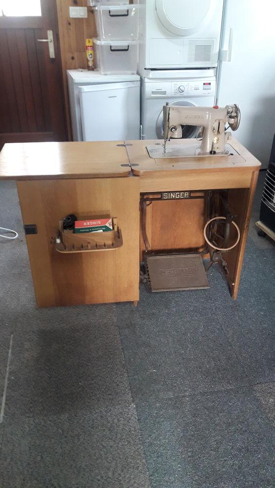 Machine à coudre SINGER dans son meuble 50 Noyal-Muzillac (56)