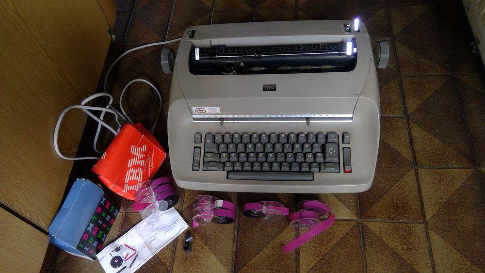 Machine à écrire électrique IBM, vintage 40 Boulogne-Billancourt (92)