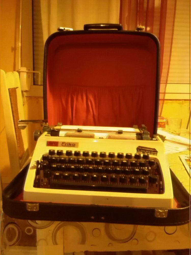 Machine a écrire  ERIKA 35 Saint-Étienne (42)